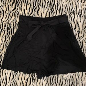 High waisted bow tie shorts